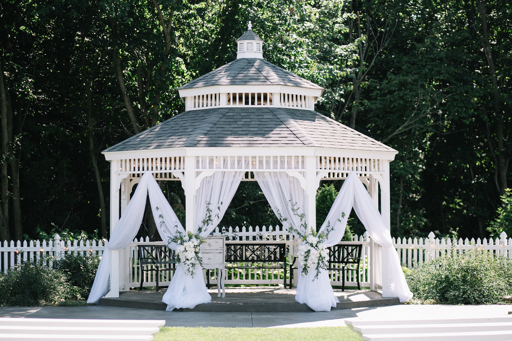 Simple and elegant garden gazebo with white flowers